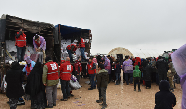 Kızılay Azez'deki ailelere desteğini sürdürüyor