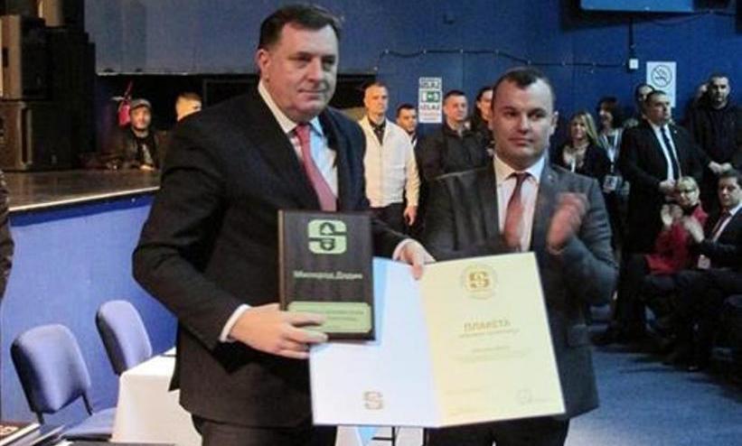 Srebrenitsalılardan, Dodik'e altın plaket verilmesine tepki