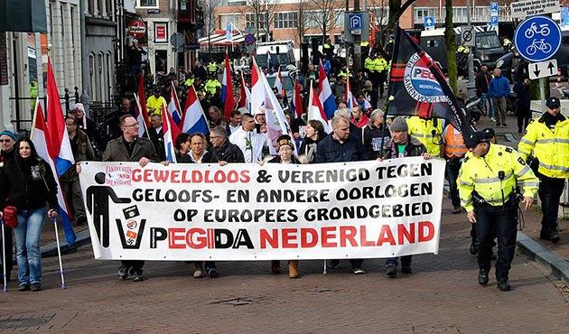Amsterdam'da İslam ve göçmen karşıtı PEGIDA'dan yürüyüş