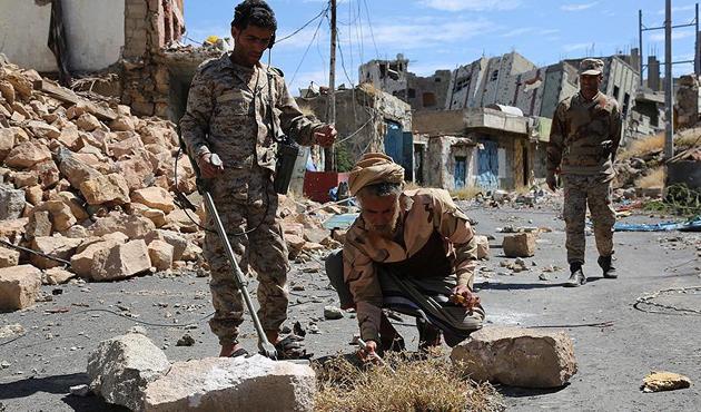 Yemen'de BAE destekli binaya bombalı saldırı