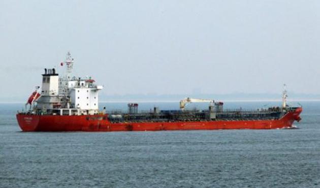 Libya açıklarında 'kaçak petrol tankeri' operasyonu