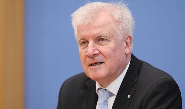 Alman İçişleri Bakanı'ndan İslam karşıtı açıklama