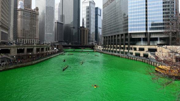 Chicago Nehri yeşile boyandı