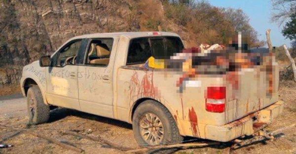Meksika'da bir kamyonette 15 ceset bulundu