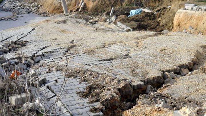 Yalova'da toprak kayması, yol kapandı