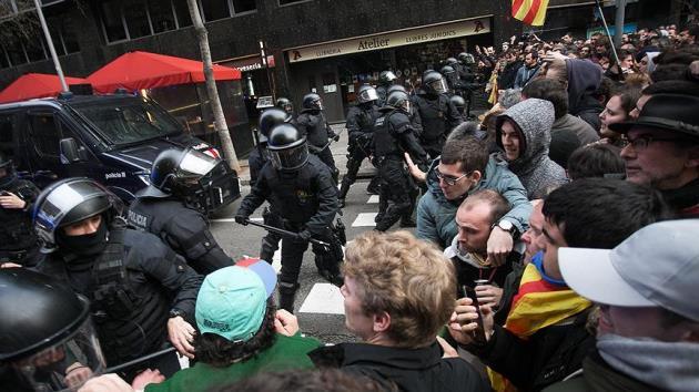 Puigdemont gözaltına alındı, Katalonya karıştı: 52 yaralı