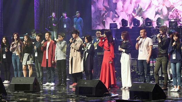 Güney Koreli şarkıcılar Kuzey Kore'de sahne aldı