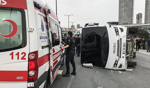 Çevik kuvvet polislerini taşıyan araç devrildi: 5 yaralı
