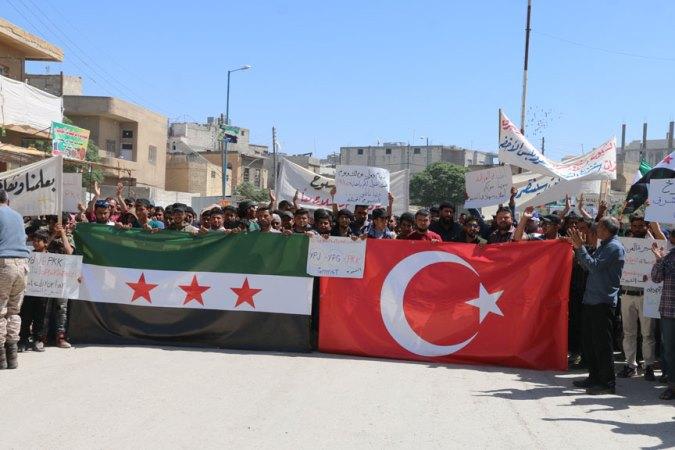 Cerablus'ta halk YPG/PKK'yı protesto etti