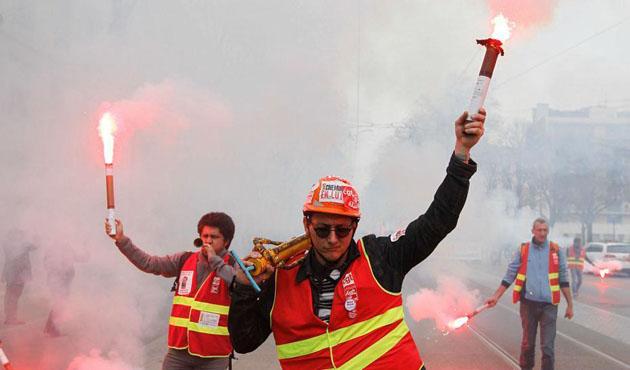 Fransa'da grev 100 milyon avroya maloldu