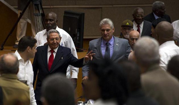 Küba'da 59 yıllık Castro dönemi resmen sona erdi