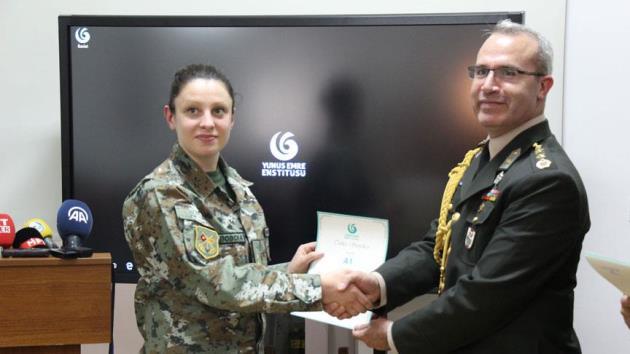 Makedon askerlere Türkçe sertifikası