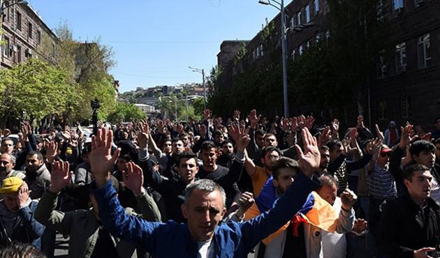 Ermenistan'da Sarkisyan karşıtı gösterilerde 120'den fazla gözaltı