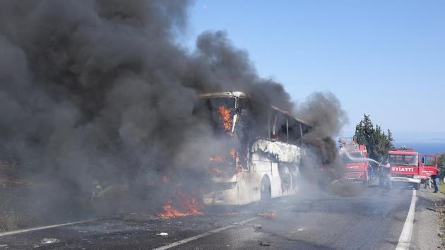 Anzakları taşıyan yolcu otobüsü Ayvacık'ta yandı