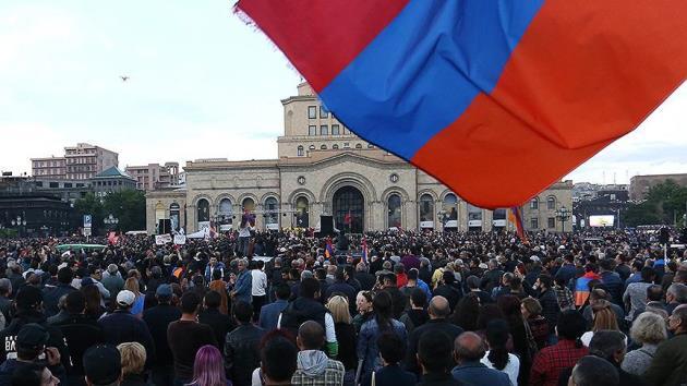 Ermenistan'da Paşinyan'dan eylemleri durdurma kararı