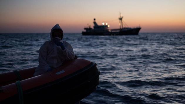 Libya açıklarında 80 göçmen kurtarıldı