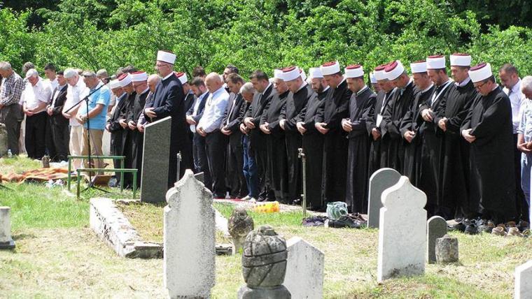 Bosna Savaşı sırasında yakılan 8 Boşnak toprağa verildi