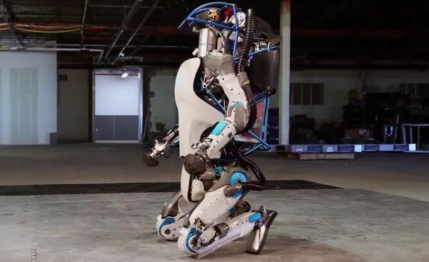İnsansı robot Atlas artık doğada koşabiliyor