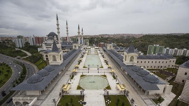 Tarihi camilerden esinlenilerek yapılan cami bitme aşamasında