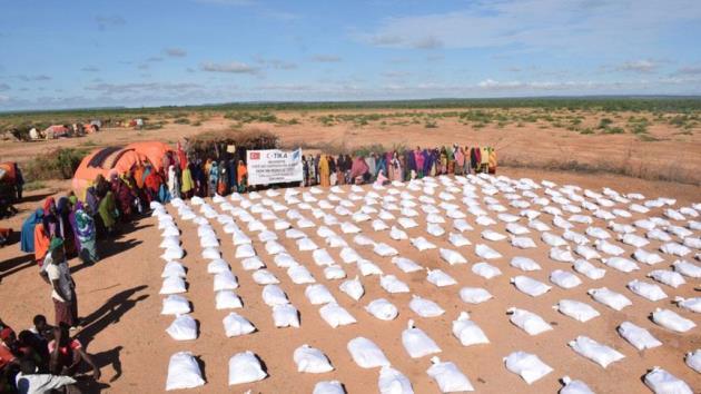 Somali'deki sel mağdurlarına TİKA'dan gıda yardımı