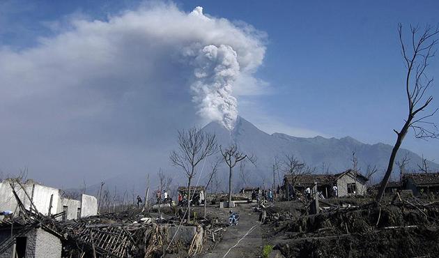 Endonezya'da Merapi Yanardağı için alarm