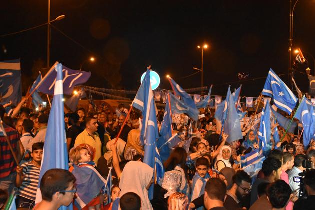 Türkmenlerin protestosu 'oy pusulaları elle sayılıncaya kadar' sürecek