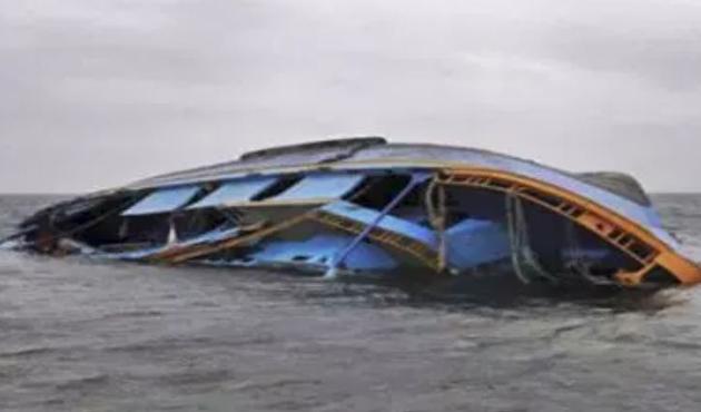 Endonezya'da alabora olan teknede kayıp sayısı artıyor