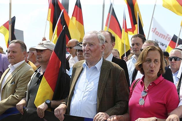Almanya'da yabancı ve İslam karşıtı yürüyüş