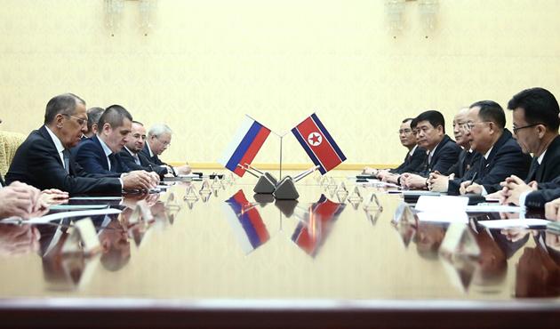 Kuzey Kore lideri ile Rusya arasında ilk resmi toplantı