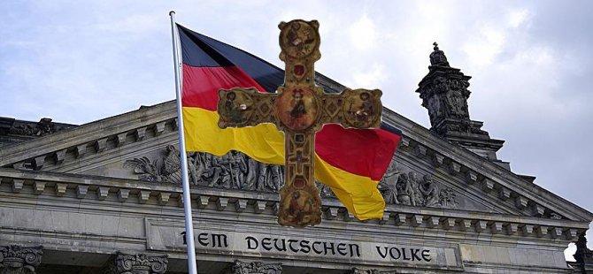 Bavyera'da haç asılmayan resmi daire olmayacak