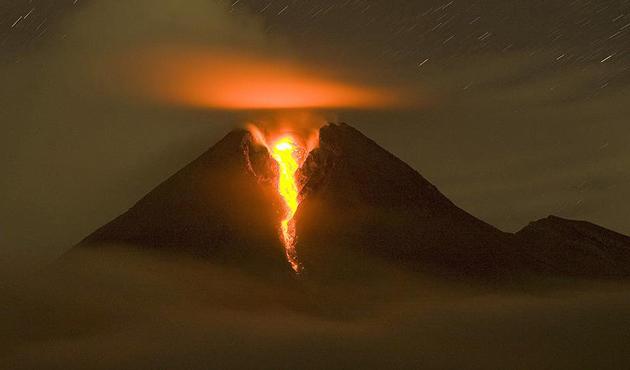 Merapi'den püsküren kül ve duman 6 kilometreye yükseldi