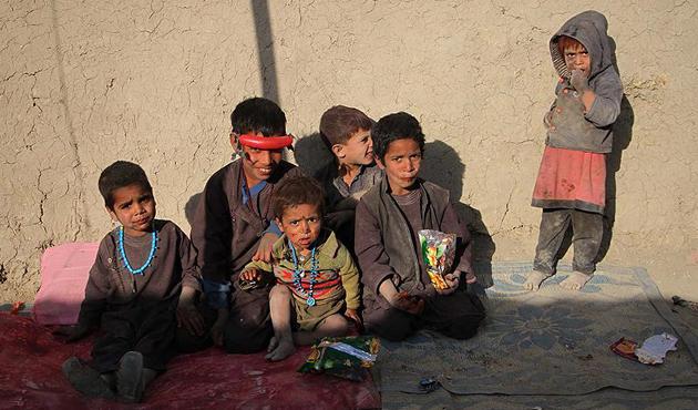 Savaş ve yoksulluk 3,7 milyon Afgan çocuğu okuldan etti