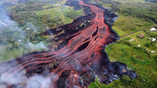Hawaii'de lavlarla boğuşan halka 'tahliye ya da tutuklanma' uyarısı