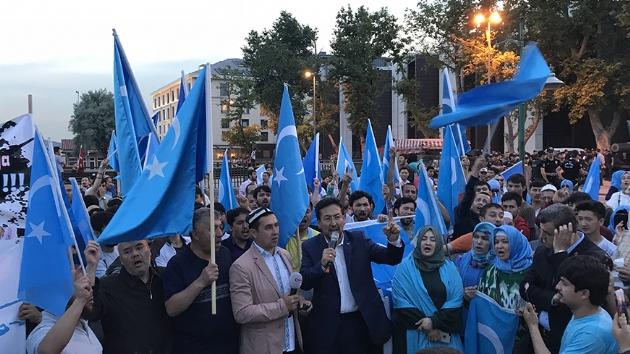 D.Türkistan'da orucu yasaklayan Çin'den, Türkiye'de iftar