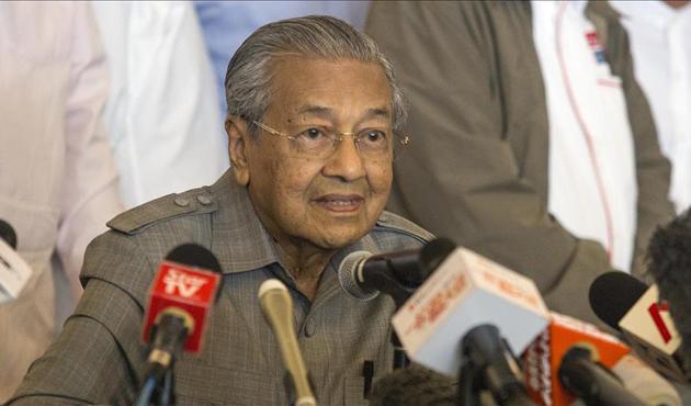 Mahathir, Güney Çin Denizi'nde savaş gemileri istemiyor