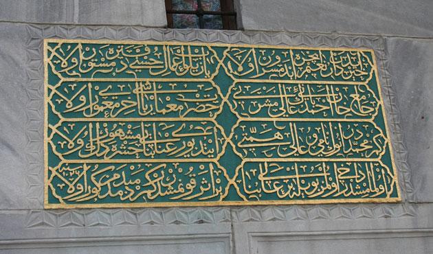 Sultanahmet Camii'nin kitabesinde ne yazıyor?