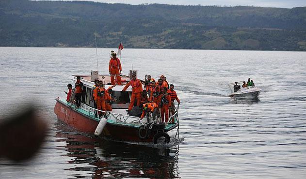 Endonezya'daki tekne kazasında 192 kişi kayıp