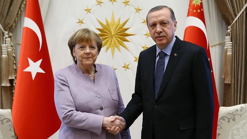 Merkel'den Cumhurbaşkanı Erdoğan'a tebrik mesajı