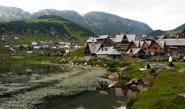Bosna Hersek'in 'saklı cenneti' Prokosko Gölü