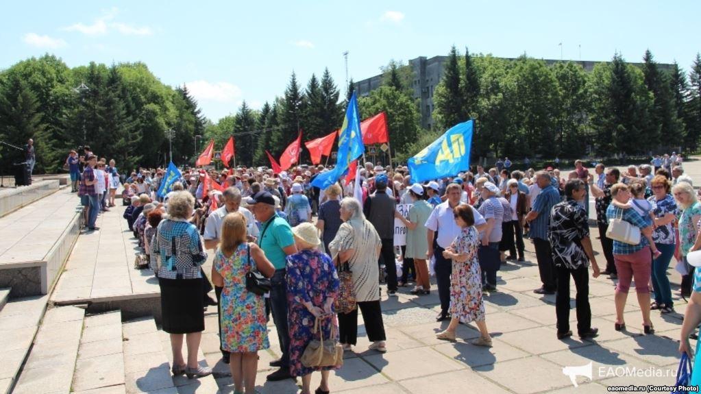 Navalniy taraftarı Ruslar sokağa çıktı