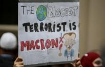 Emmanuel Macron, Londra'da protesto edildi
