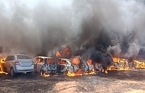 Hindistan'da yangın çıktı, 300 araç kül oldu