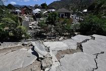 Endonezya'da deprem 20 bin kişiyi yerinden etti