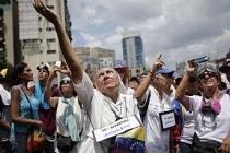Venezuela'da bu kez 'beyaz elbise' ile yürüyecekler