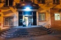İki gün önce girdiği HDP binasından bir daha çıkamayan çocuk için annesi eylem başlattı