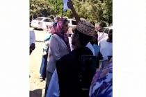 Sudanlı aileler BAE'yi protesto etti. Gençleri kandırıp Libya'ya savaşa gönderiyorlar