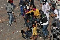 Hindistan'da protestolar şiddet olaylarına dönüştü: 68 ölü