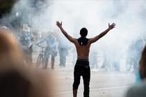ABD'de siyahi Floyd'un polis şiddetiyle ölümünü protesto edenlere polisten gazlı müdahale