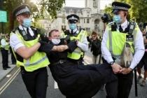 Londra'da 90 gösterici gözaltına alındı