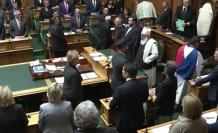 50 kişinin şehit olduğu ülkenin meclisinde Kur'an okundu